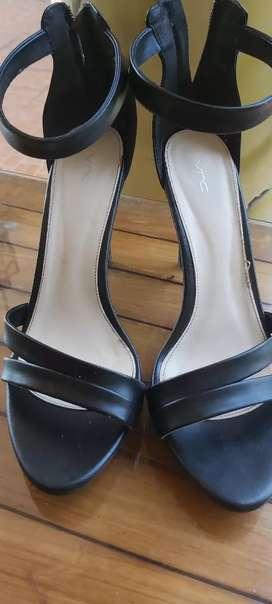 Sepatu pesta vinci