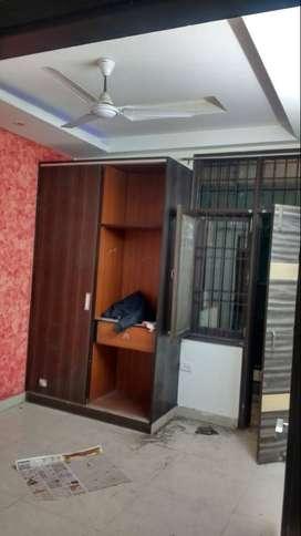 2 BHK, Unfurnished flat for sale in Vasundhara, Sec-1.