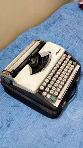 Mini Germany make Typing machine