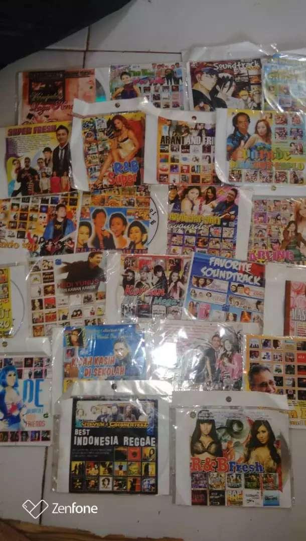 kaset dvd lagu mp3 capur ada(30biji)(baru)jual rugi.borongan semuanya. 0