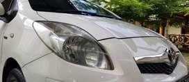 Toyota yaris 1.5 E automatic putih