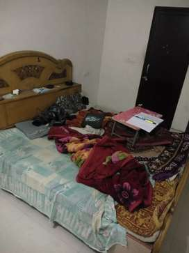 To let 1 student for flat sharing