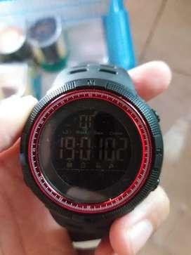 Jam tangan digital pria dgn ada variasi warna merah dibingkai