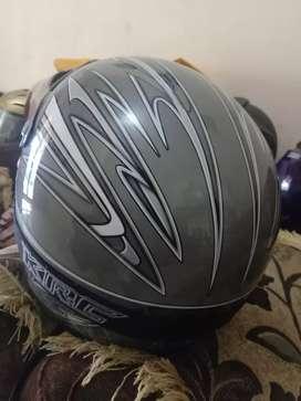 Helm fullface merek kawasaki baru satu bulan pakai.