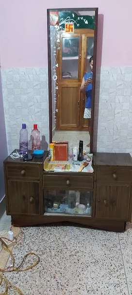 Iron dressing table