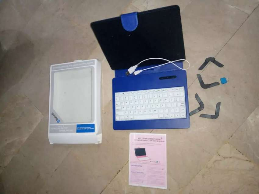 Bluetooth kexboard or leather case 0