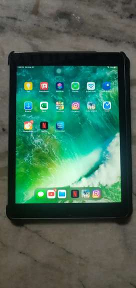 iPad Air Silver 64GB (Mint Condition, Not a single scratch)