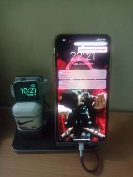 Brand new iPhone xs max 256 GB silver with Airpod n apple watch