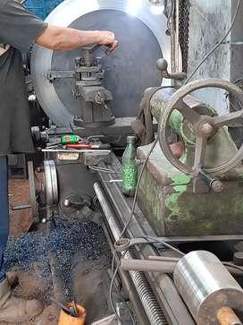 Jasa bubutan dan tersedia juga jasa resparasi mesin-mesin produksi