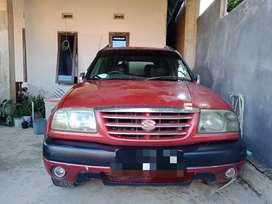 Mobil Escudo 2002 merah