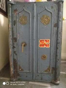 Big locker in very good condition of metal