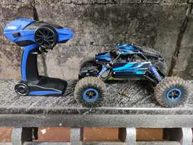 Blue colour remote car ./Off road 4×4 car . Only one month old