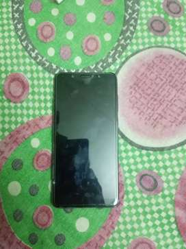 Display pe thoda scretch hai 32 gb 4 g ram with bill box