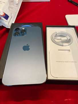 Iphones all variants are available with bill box acc call me now