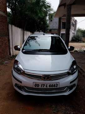 It is the top model of tata tiago. Its name is tays Tiago xz