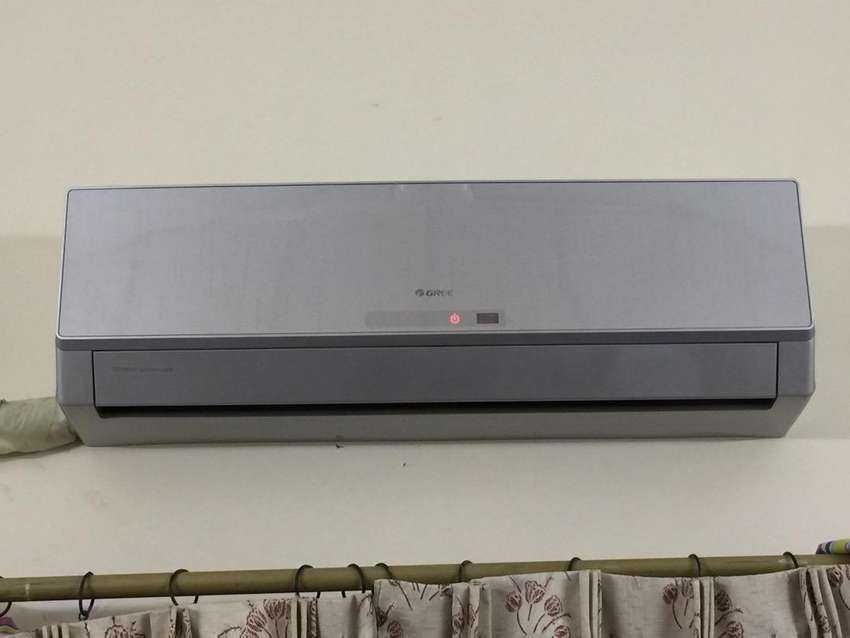 1 ton almost new GREE AC 0