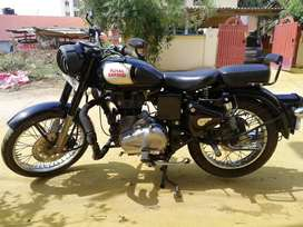 Royal Enfield Classic 350 2017 model Black color well maintain bike