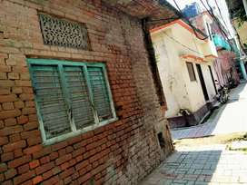 Corner Plot in Main location Ramnagar Alambagh