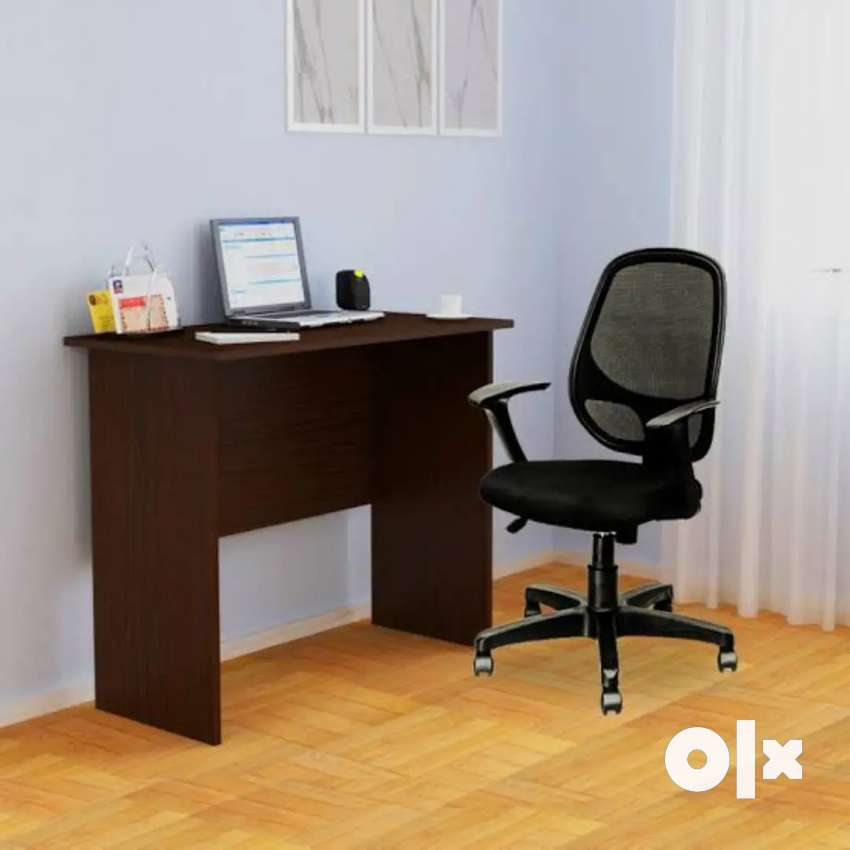Plain table and chairs manufacturer