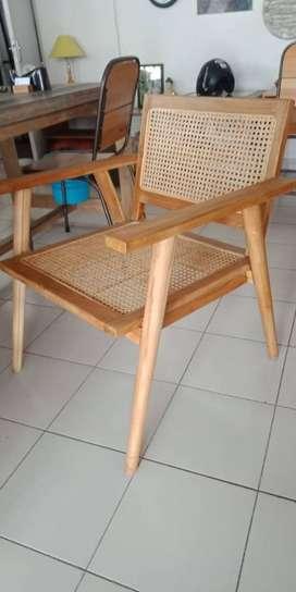 kursi santai kombinasi kayu jati dan rottan