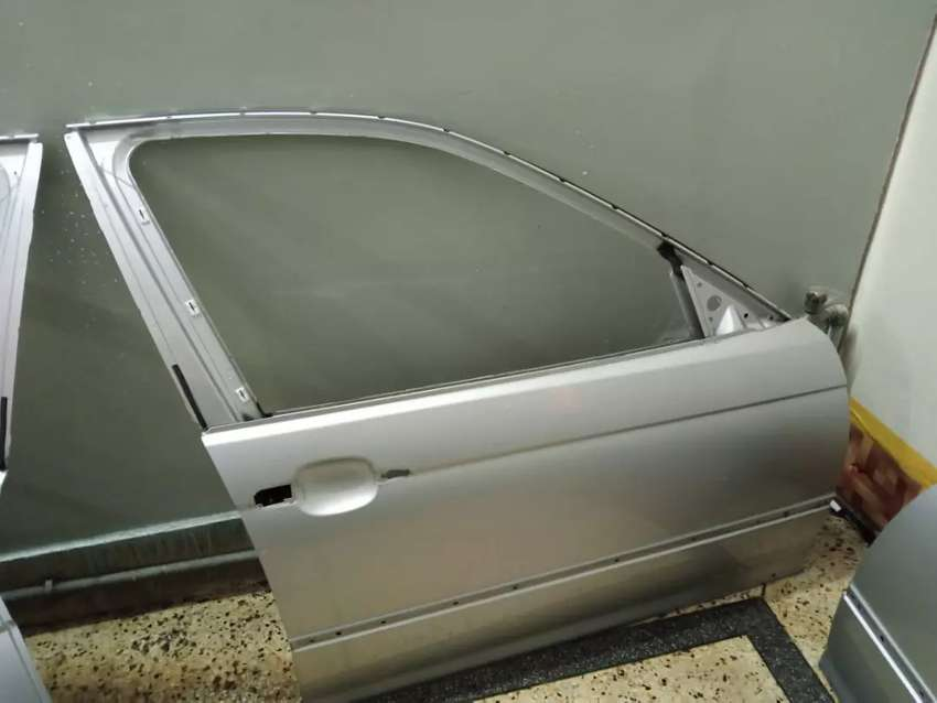 Bmw e46 door  in excellent condition