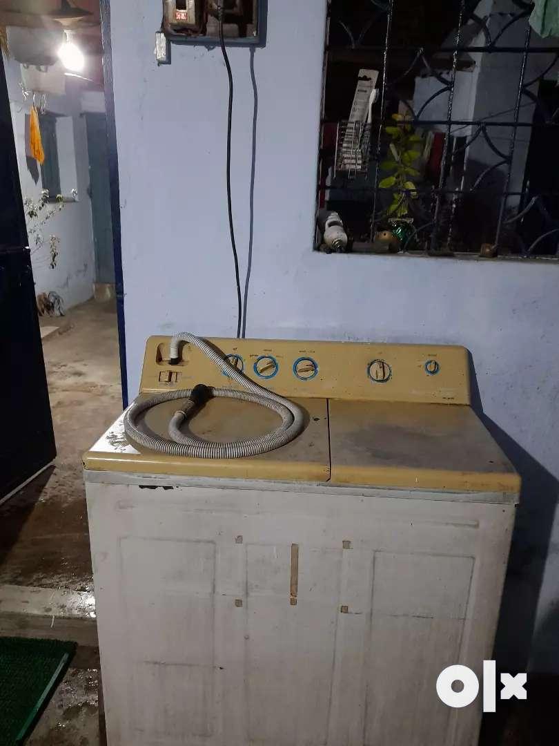 Selling of Voltas Max clean washing machine 0