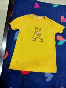 A mustard colour tshirt