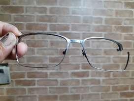Servicee kacamata bengkok