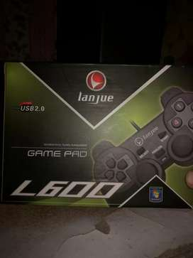 Gamepad with Hp branded Gaming Mouse