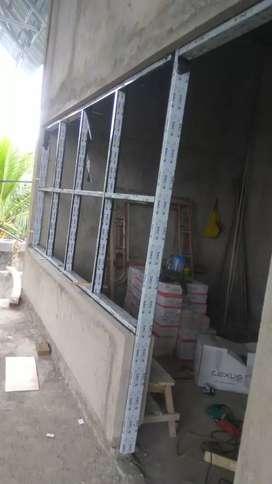 Jendela/pintu kaca gedung loby
