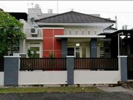 Rumah bagus siap huni di perumahan elit
