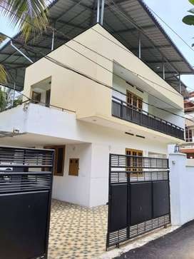 (ID- U159340) Independent Commercial House For Rent at Vazhuthacaud