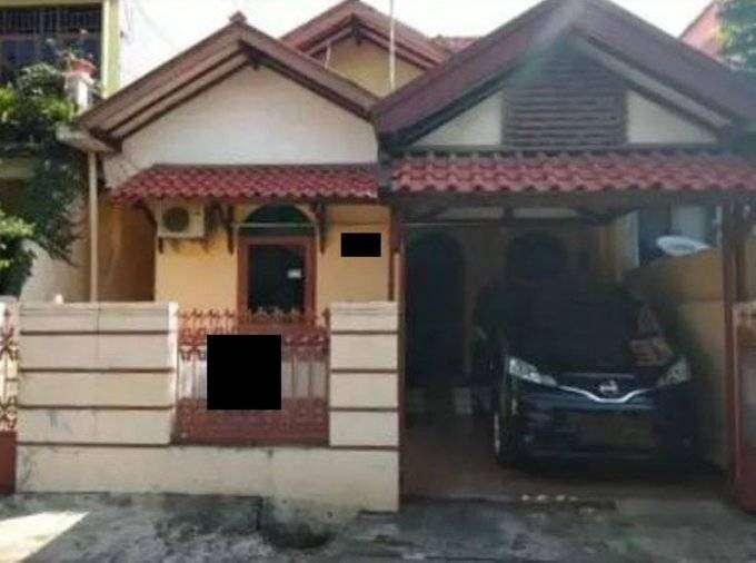 rumah dengan 4 kamar tidur di komplek pondok kelapa
