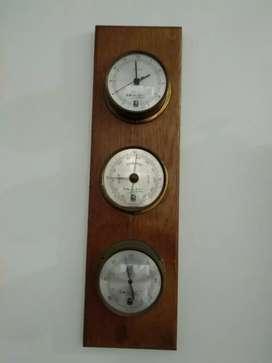 Jam dinding dan termoneter