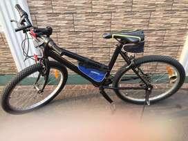 Sepeda Warna Hitam
