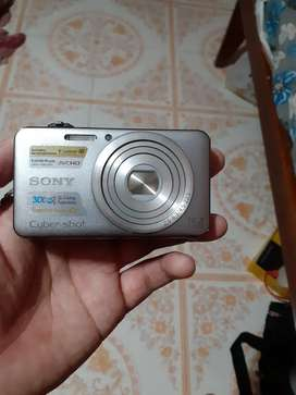 Wanna sell sony DSC-WX50 ASAP. price negotiable