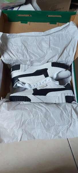 Sepatu Sneakers Puma Cali Putih (Woman)