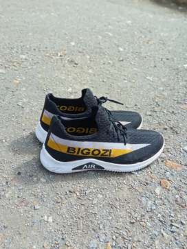 Sports shoes 800