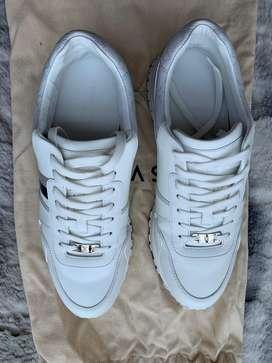 LV run away sneaker