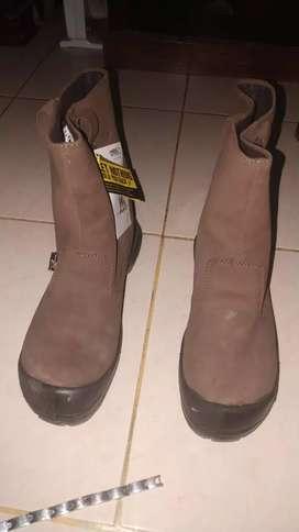 Sepatu safety uk 43