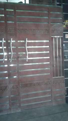 New gate 8×8 foot 16 gaije material and solide Patti install nahi howa