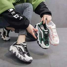 Sepatu sneaker wanita masa kini pre order