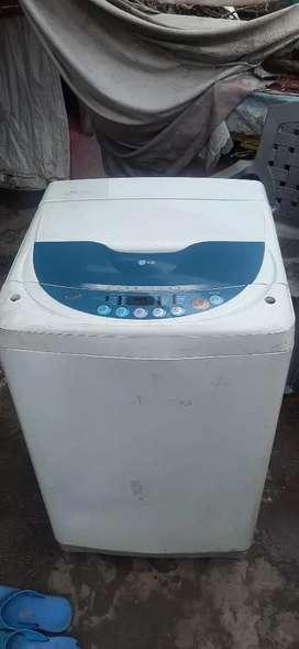 LG washing machine Automatic ( 2.5 years old )