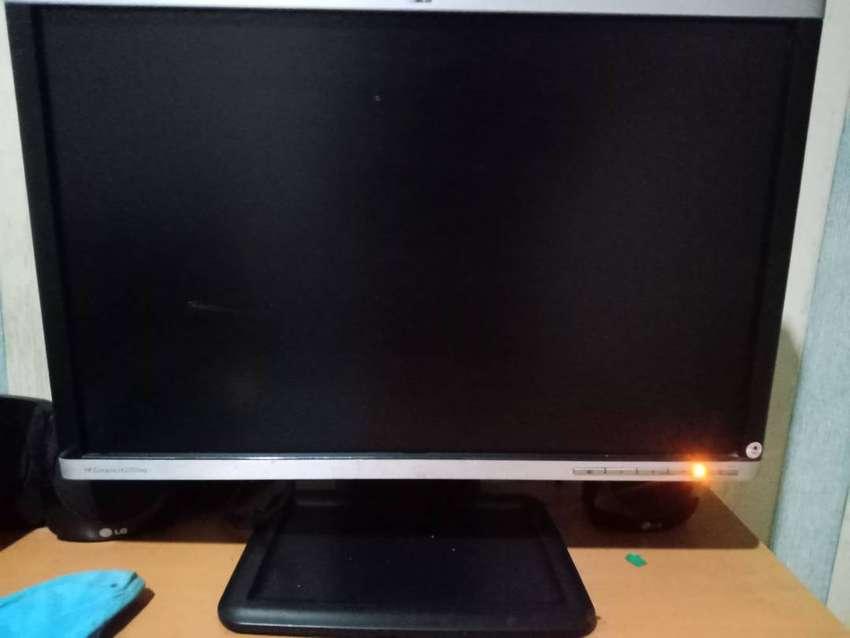 Monitor HP Compaq LA2205WG LEBAR bekasi 0