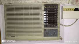 USED WINDOW AC for sale.. Carrier 1 ton