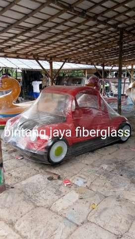 sepeda air mobilan merah atau sepeda air bentuk mobil
