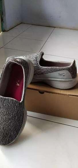 Sepatu olahraga spotec walk zelda