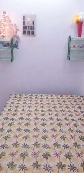 Single room available for working females,students(male&female) behala