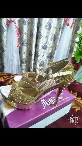 shoes for sale ,, very smart look,, latest design