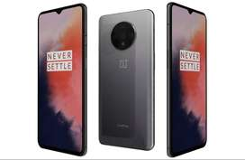 One year old one plus 7T phone is available with all accessories and 1